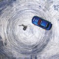 用轮胎画画